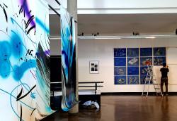 Blick in die Ausstellung mit Werken von Marta Djourina und Walter Yu